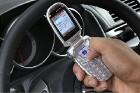 Как безопасно использовать телефон за рулем?
