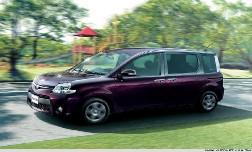 Toyota представила новое поколение минивэна Sienta