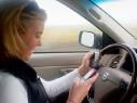 Девушки – подростки звонят за рулем в два раза чаще, чем парни
