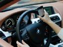 МЧС призвало водителей не пользоваться мобильниками и косметикой за рулем