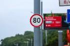 Приемлемая скорость в Москве на сегодняшнее время 80 км/ч на отдельных участках дорог
